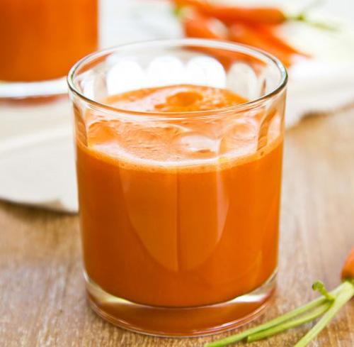 Centrifugato energizzante con carote, mango e arancia