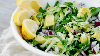 Insalata in verde con condimento raw
