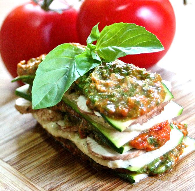 Lasagna crudista con zucchine e pomodori