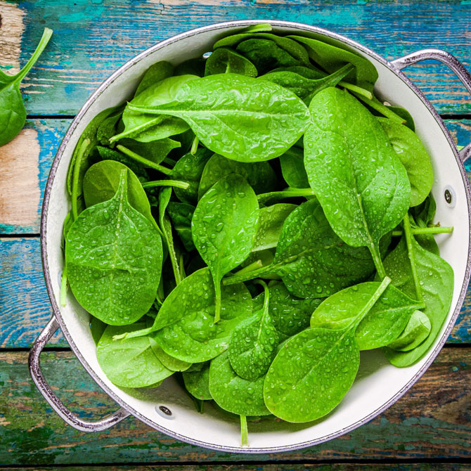 menu crudista di novembre a base di spinaci