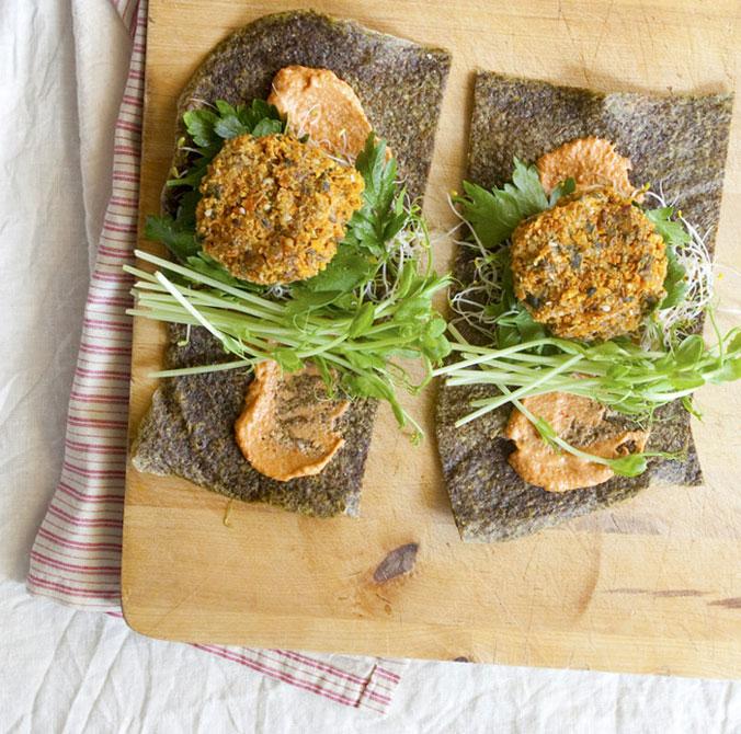 Tartine crudiste di spinaci, carote e zucchine