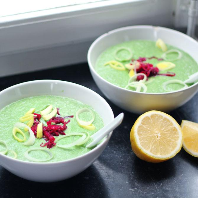 Zuppa spinaci arachidi e broccoli